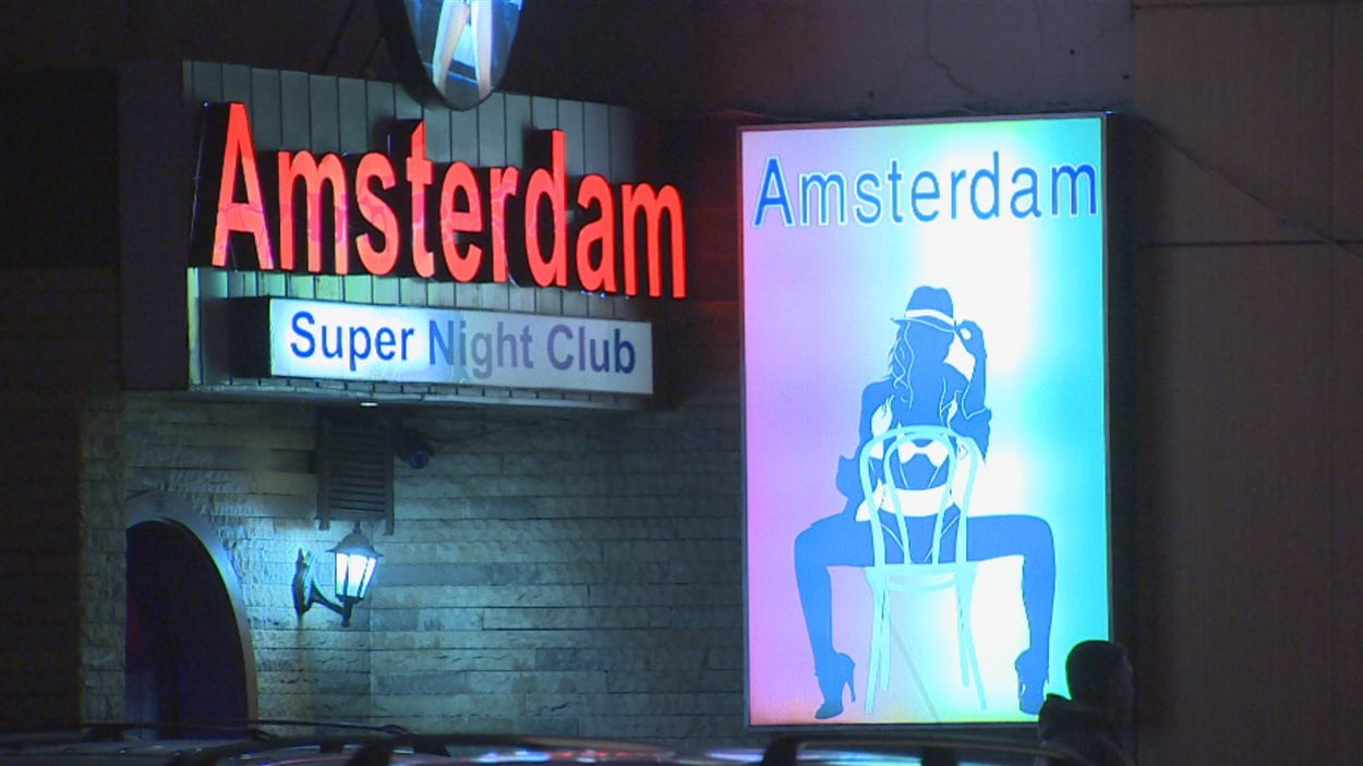 La devanture d'un super night club à Jounieh, au Liban