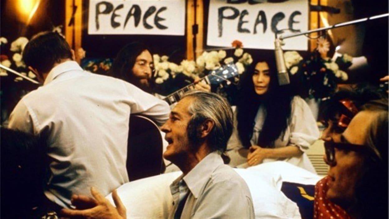 Enregistrement de la chanson <em>Give peace a chance </em> à Montréal en 1969
