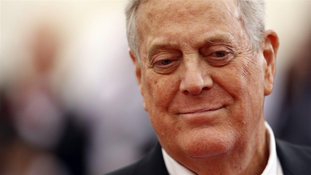 Avec une fortune personnelle évaluée à 41 milliards de dollars en 2015, David Koch fait partie des cinq Américains les plus riches, tout comme son frère Charles.