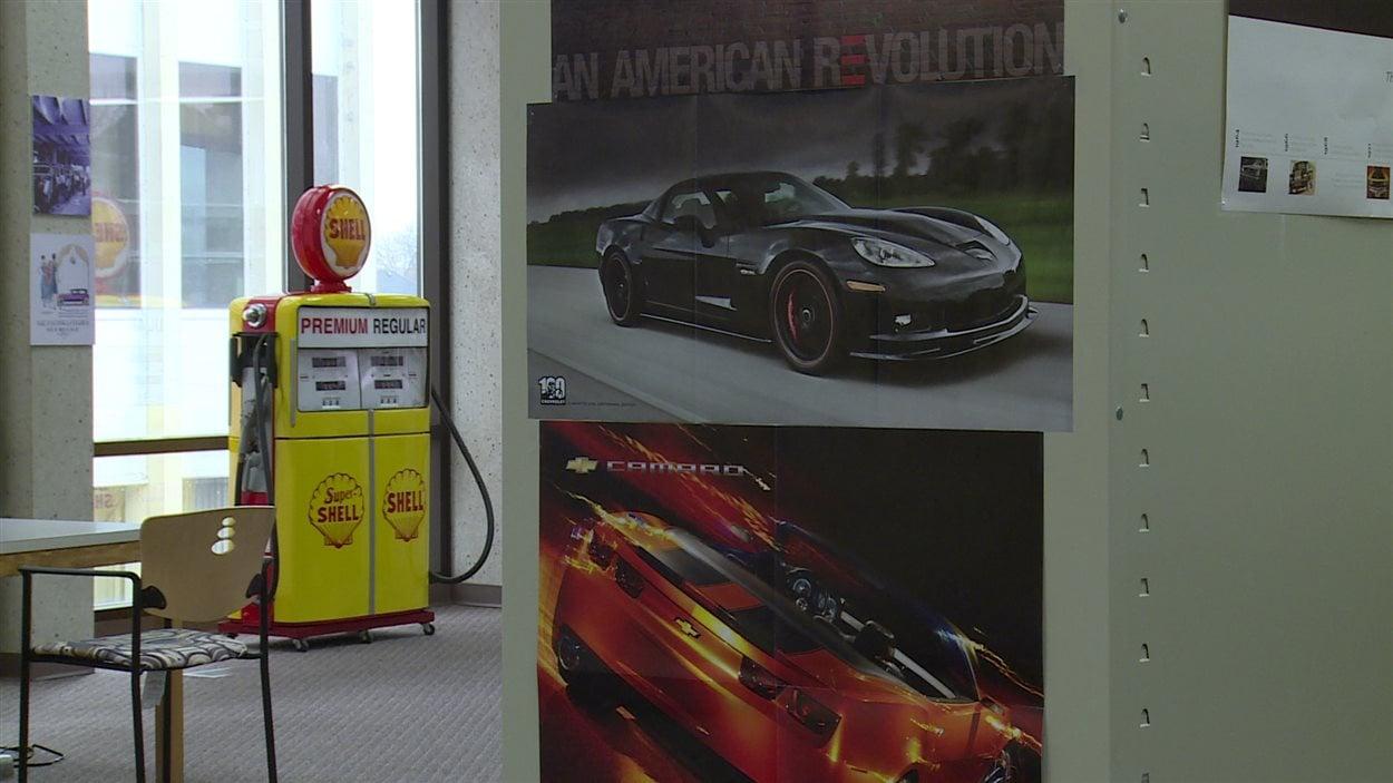 Parmi les différents objets de la collection des archives automobile de la bibliothèque municipale de Windsor, on retrouve une pompe à essence