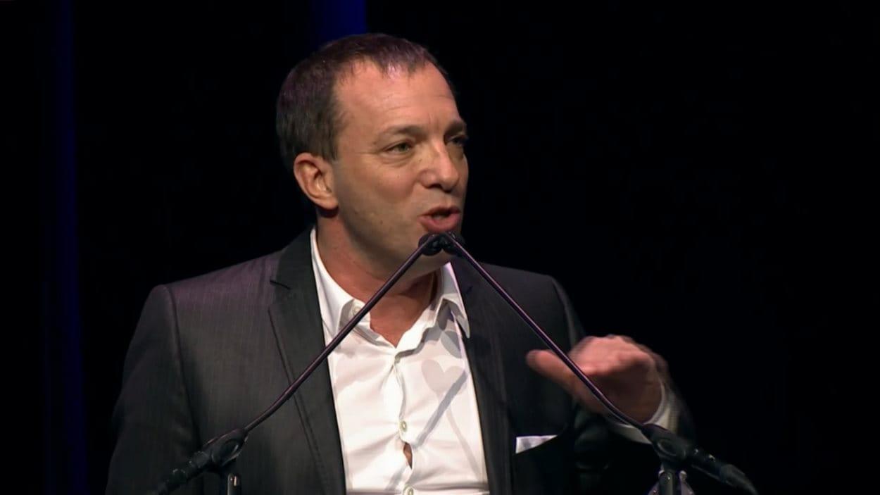 L'homme d'affaires montréalais et Dragon Mitch Garber a rendu hommage à son ami René Angélil