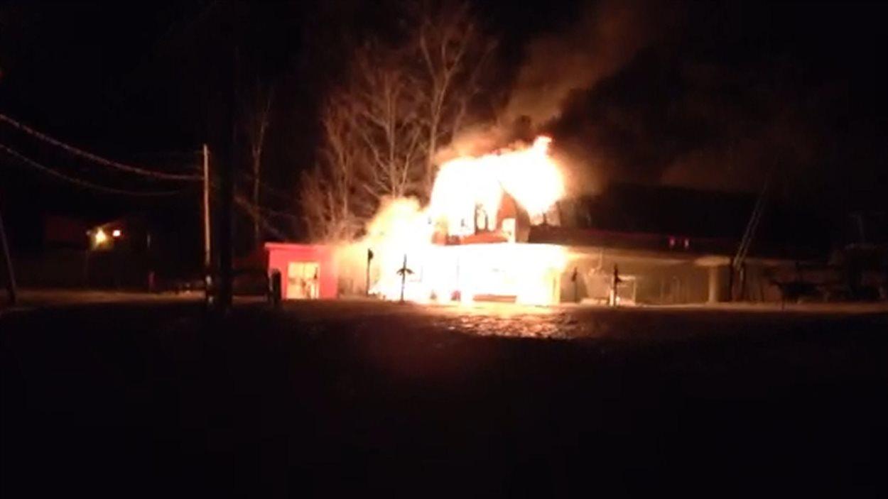 Bromont : une remontée mécanique lourdement endommagée par un incendie