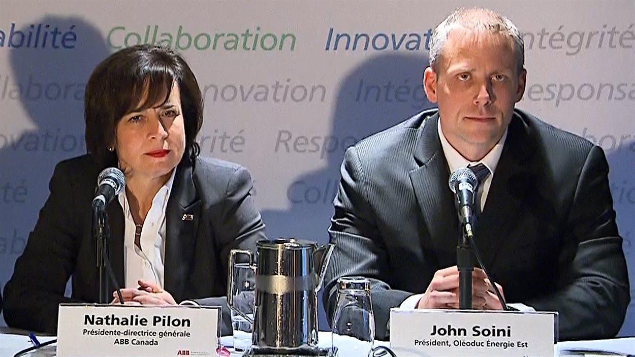 Les représentants d'ABB Canada et de l'oléoduc Énergie Est, Nathalie Pilon et John Soini, en conférence de presse à Montréal