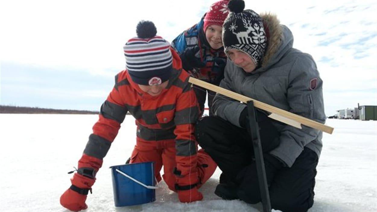 Les jeunes pêcheurs au lac Saint-Pierre