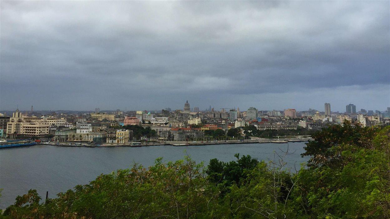 La Havane, vue depuis le village de Casablanca, qui es de l'autre côté de la baie