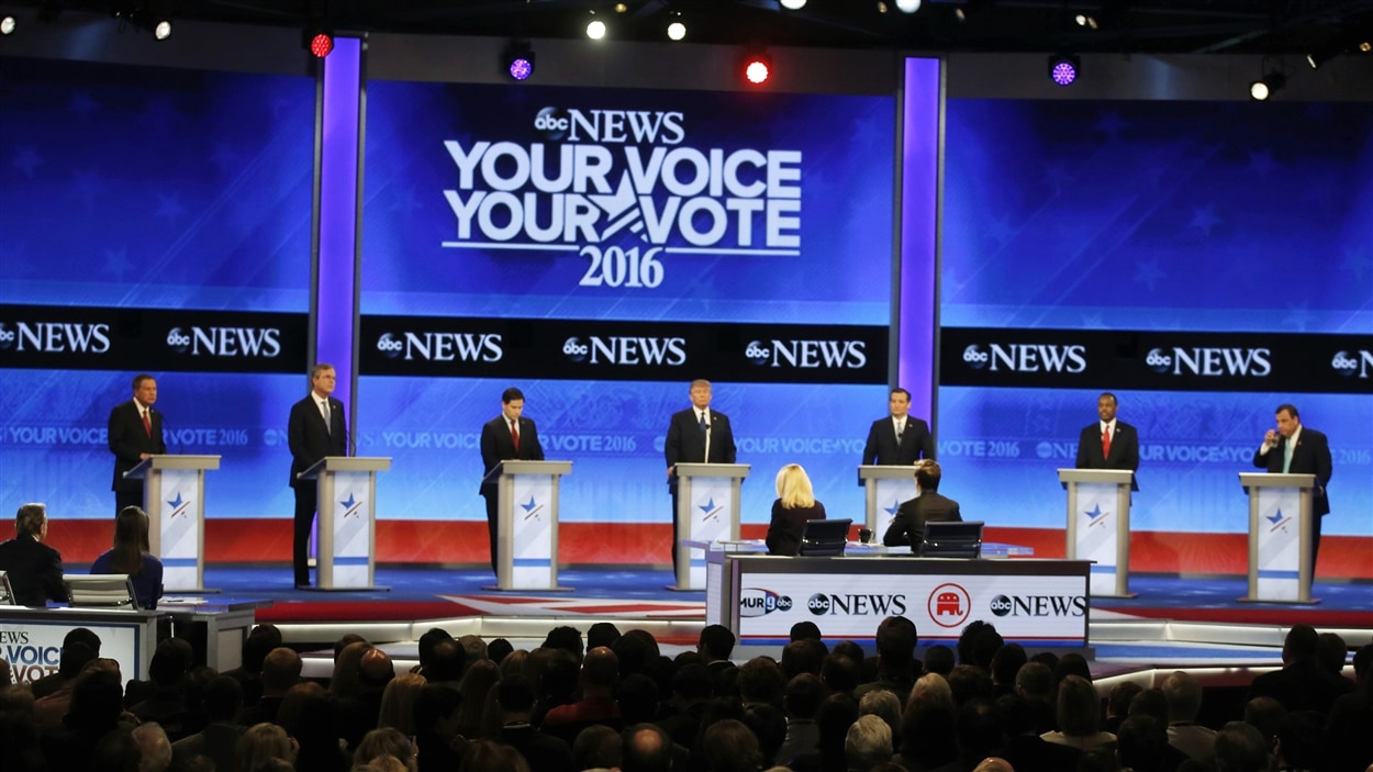 Les sept aspirants républicains en vue de la présidentielle américaine réunis pour le débat de samedi soir.