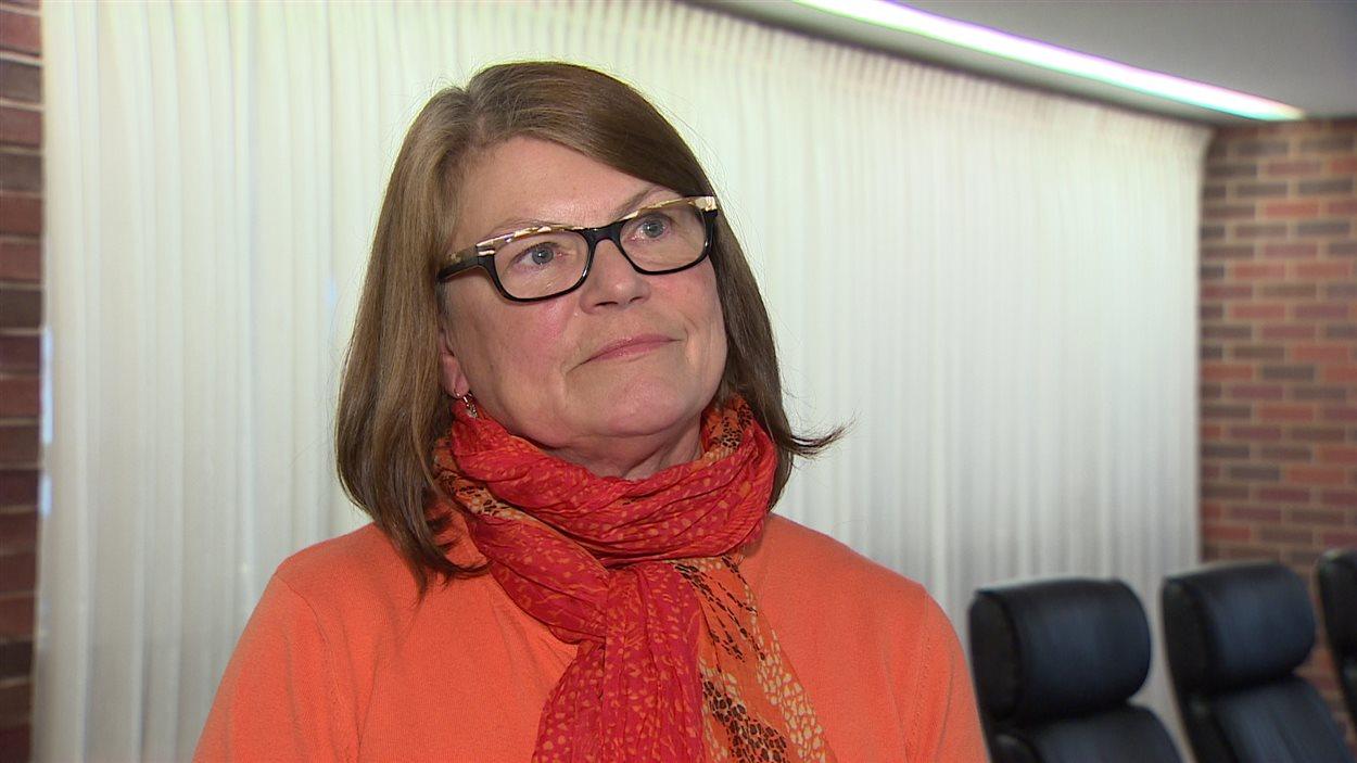Nell Halse, la porte-parole de Cooke Aquaculture, affirme que Seafood Watch s'est appuyé sur des données périmées.