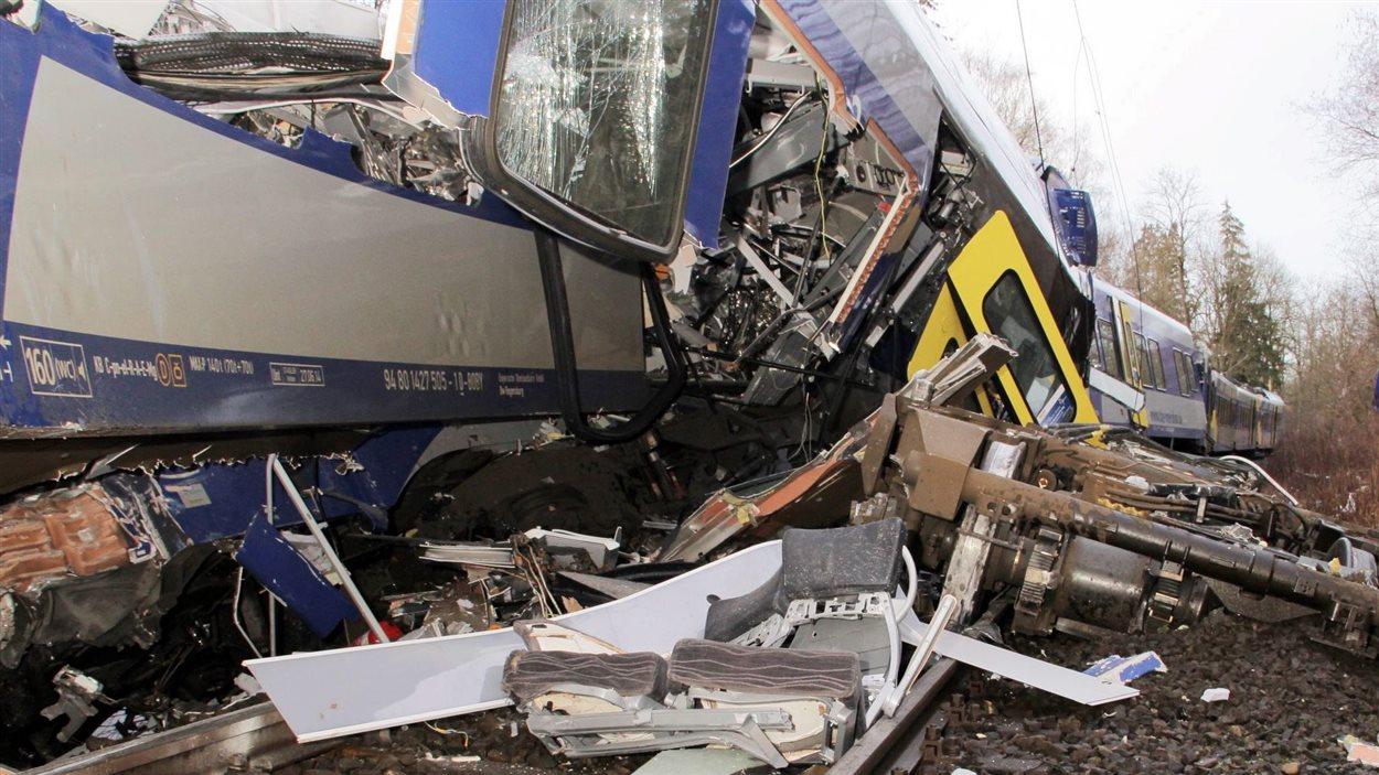 Une collision frontale entre deux trains a fait au moins 8 morts dans le sud de l'Allemagne.