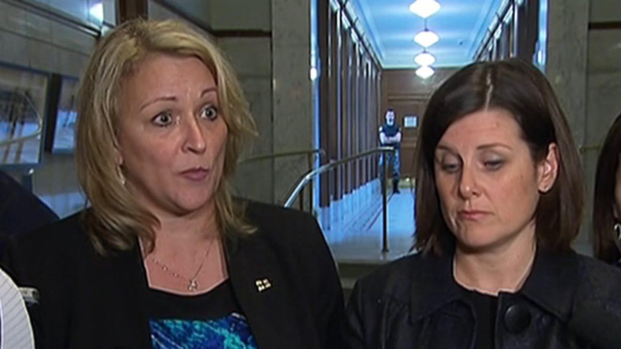 Lise Thériault et Stéphanie Vallée, respectivement ministres responsable de la Condition féminine et de la Justice