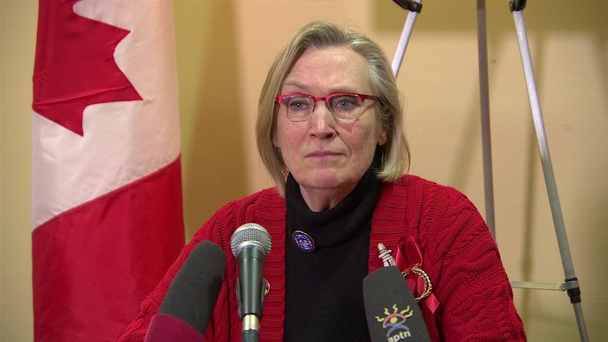 La ministre des Affaires autochtones et du Nord, Carolyn Bennett