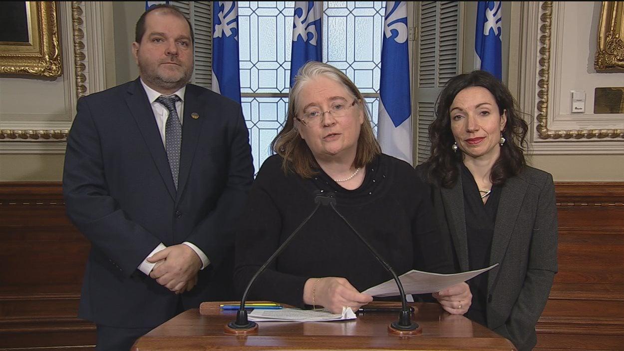 Harold Lebel et Martine Ouellet ont pris la parole en compagnie d'Ellen Nutbrown, une militante contre le transport du pétrole.