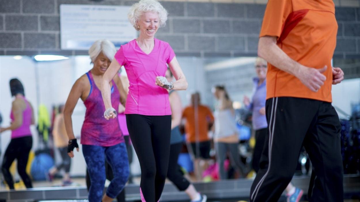 Des aînées à l'exercice