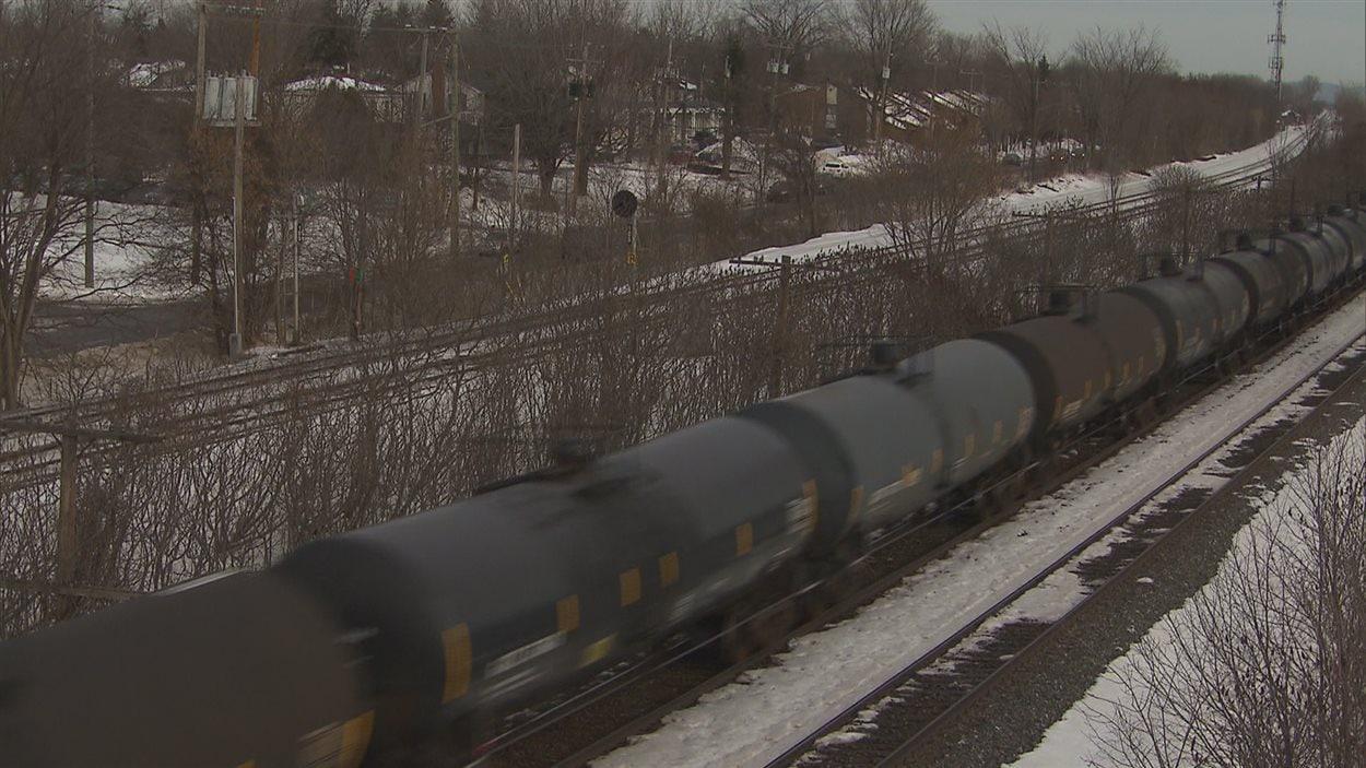 Les wagons citernes traverseraient plusieurs grandes villes du Québec.