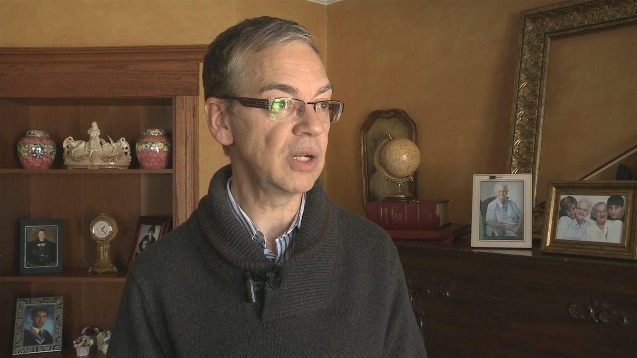 Denis Constantineau est celui qui a demandé les excuses de la province.