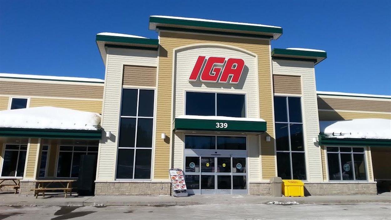 La direction du IGA Famille Rousseau à Sainte-Brigitte-de-Laval est surprise du succès remporté par son concours pour gagner une batterie de cuisine.