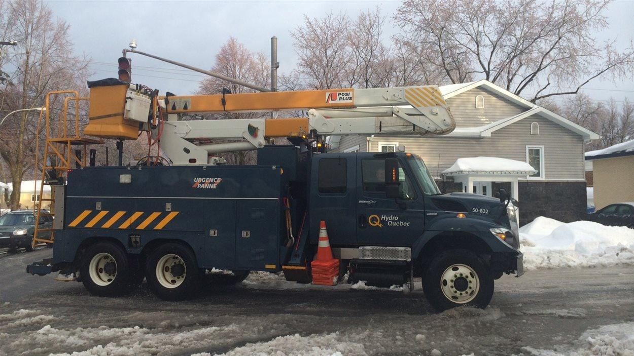 Les équipes d'Hydro-Québec sont à pied d'oeuvre.