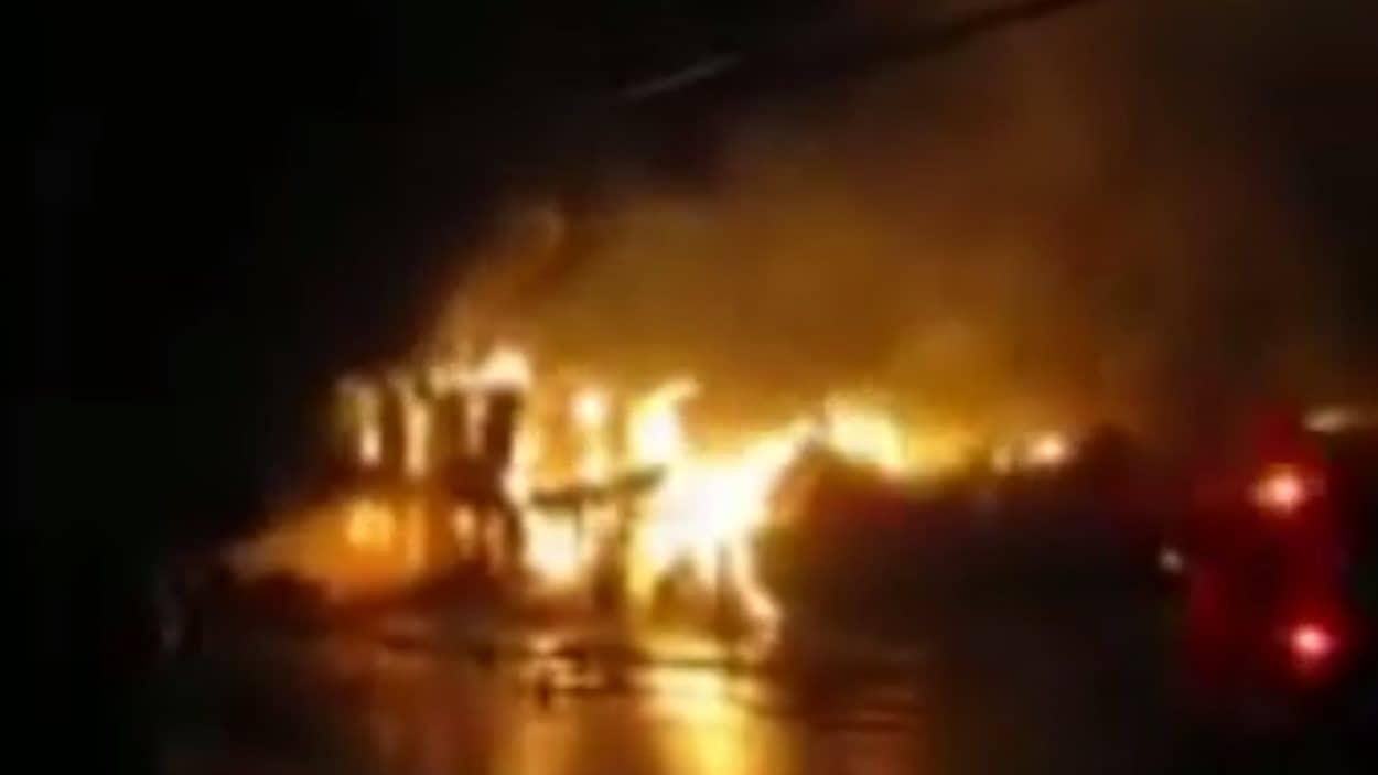 Le dépanneur de L'Avenir a été la proie des flammes