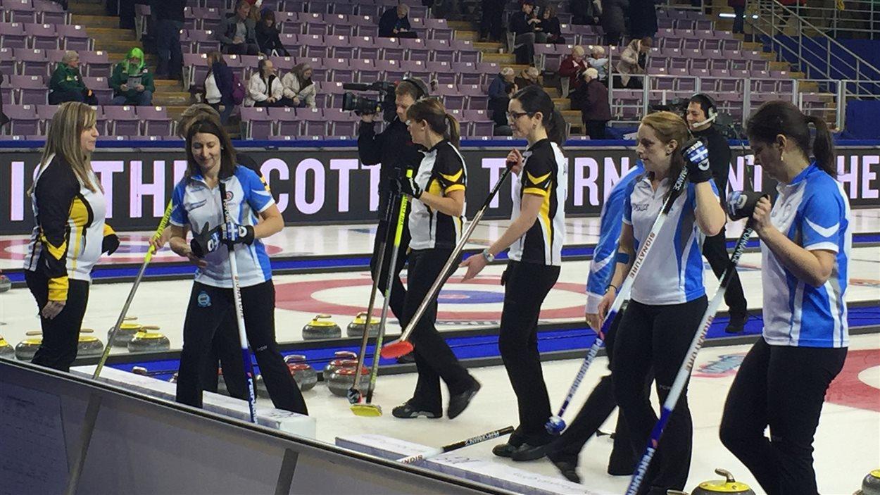 L'équipe de curling féminin de Marie-France Larouche a perdu contre le Nouveau-Brunswick