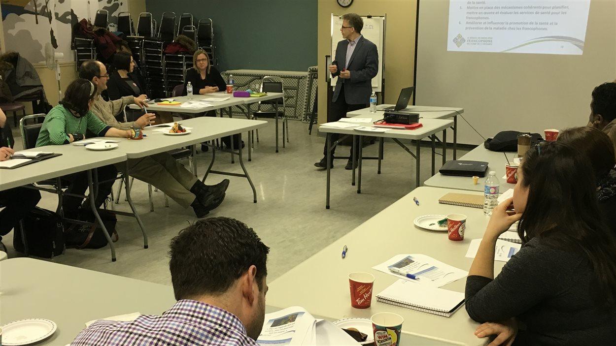 Une dizaine de participants assistent aux consultations du Réseau du mieux-être francophone du Nord de l'Ontario à Sudbury.