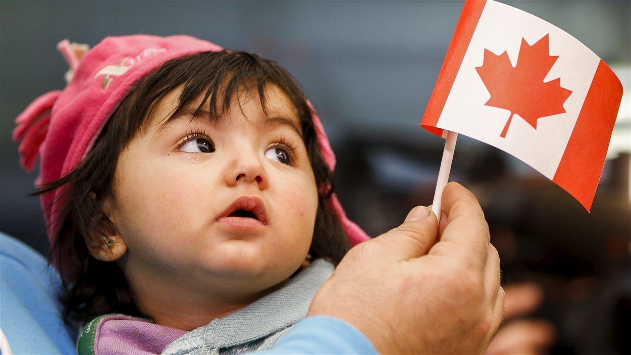 Une jeune réfugiée syrienne à son arrivée à Toronto, le 18 décembre dernier.