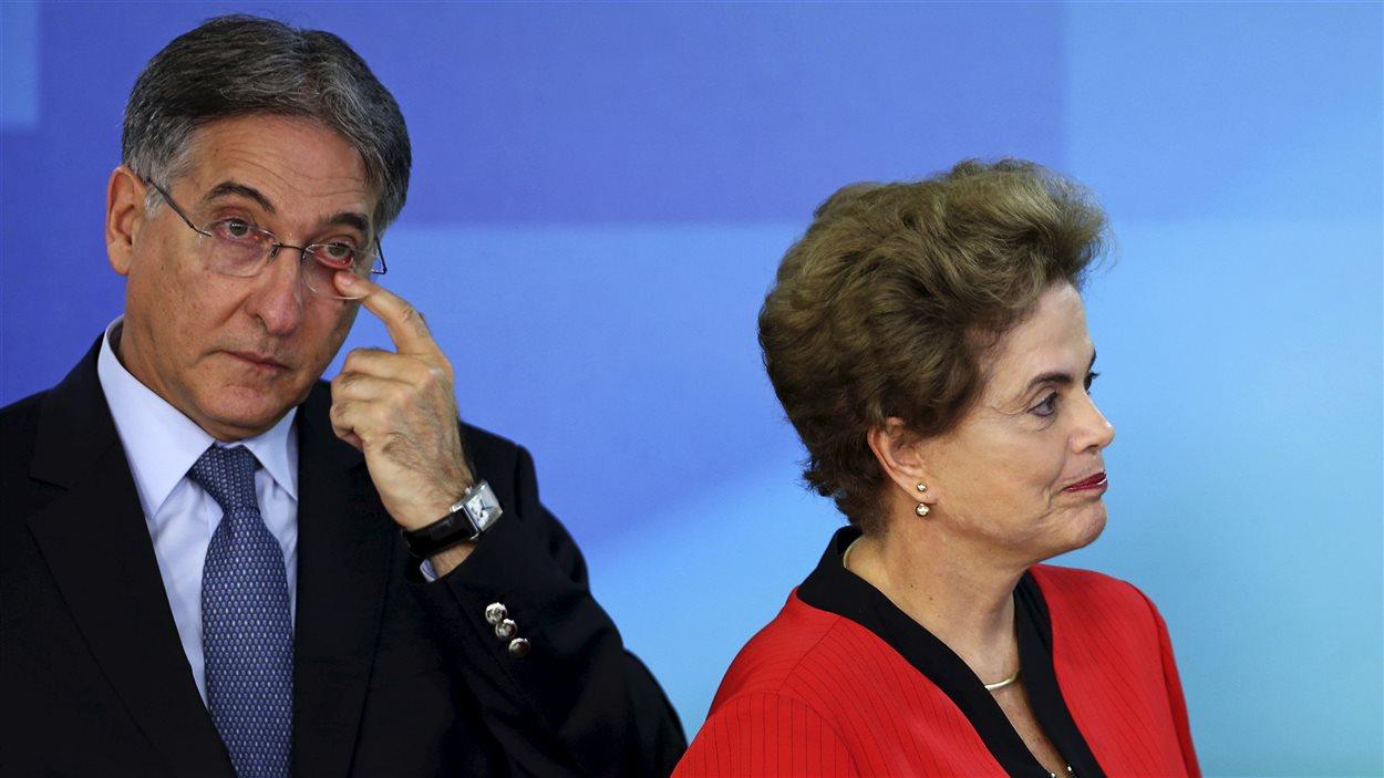 La présidente Dilma Rousseff et le gouverneur de l'état du Minas Gerais Fernando Pimentel émus, lors de la signature de l'entente.