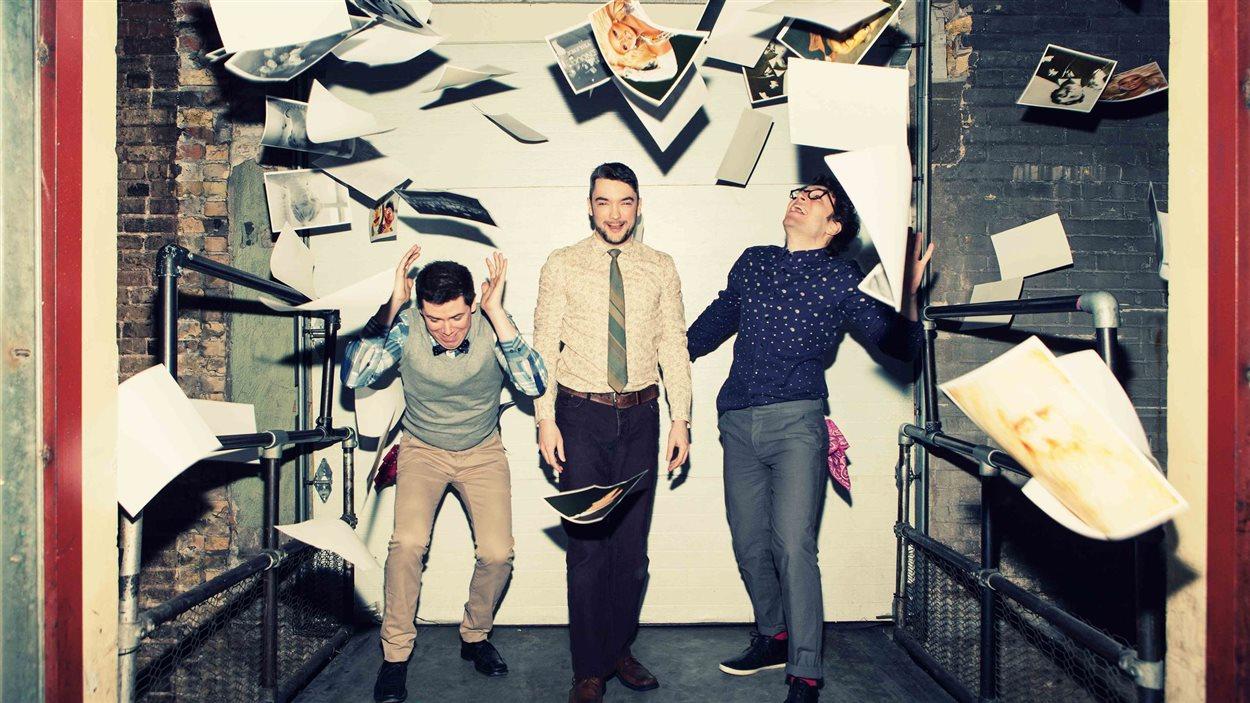 Les comédiens Damien Atkins, Paul Dunn et Andrew Kushnir.