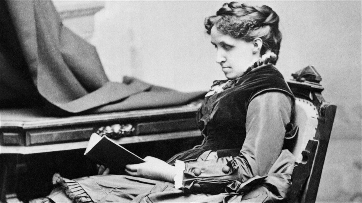 Louisa May Alcott (1832-1888), romancière américaine, connue surtout pour son roman Les Quatre Filles du docteur March