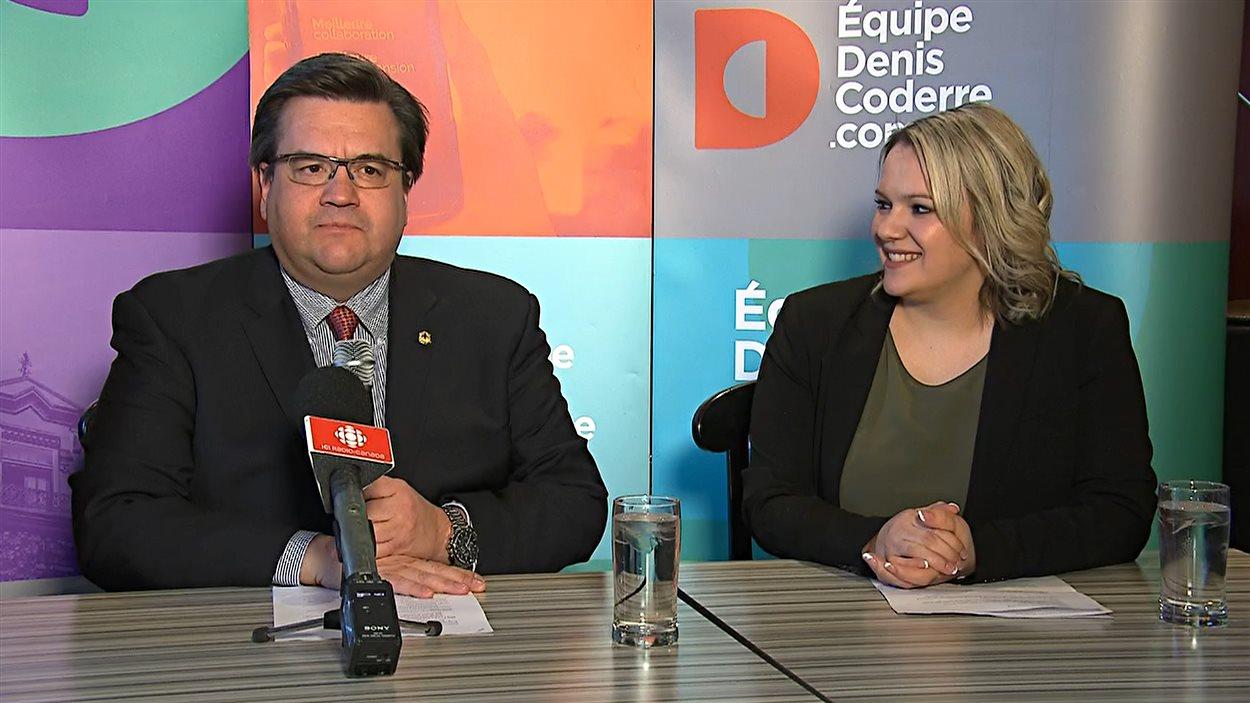 Le maire de la Ville de Montréal, Denis Coderre, présente sa candidate au poste de maire de l'arrondissement Montréal-Nord, Christine Black.