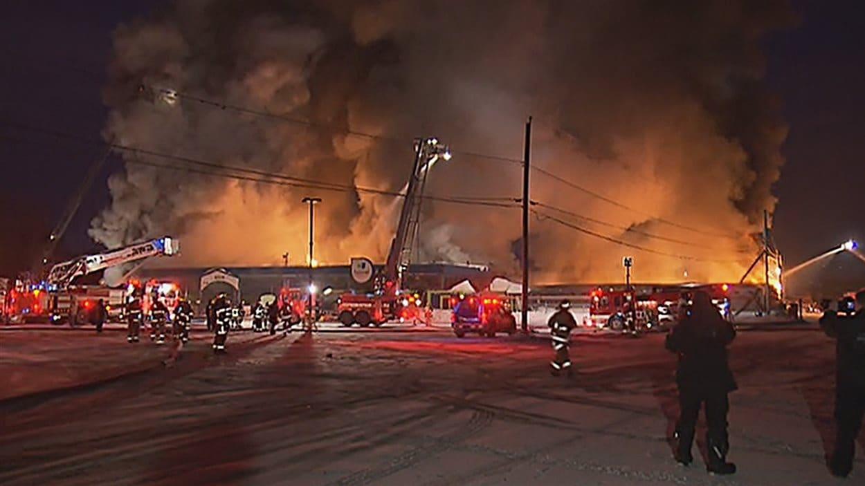 Le feu s'est propagé à l'ensemble des installations.