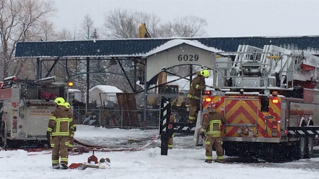 Le magasin Centre Jardin Hamel a été complètement rasé par les flammes.