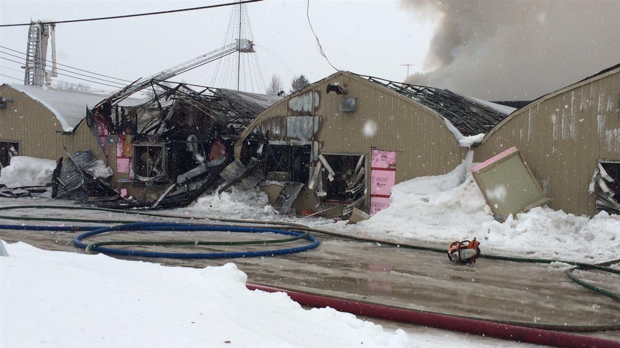 Le feu a donné du fil à retorde aux pompiers.
