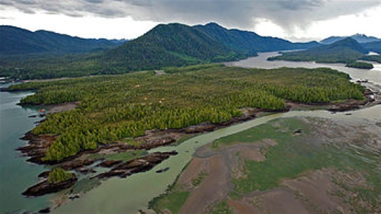 L'île Lelu à l'embouchure de la rivière Skeena en Colombie-Britannique
