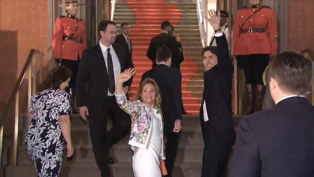Justin Trudeau et Sophie Grégoire à leur arrivée à la Renwick Gallery, le 9 mars 2016.
