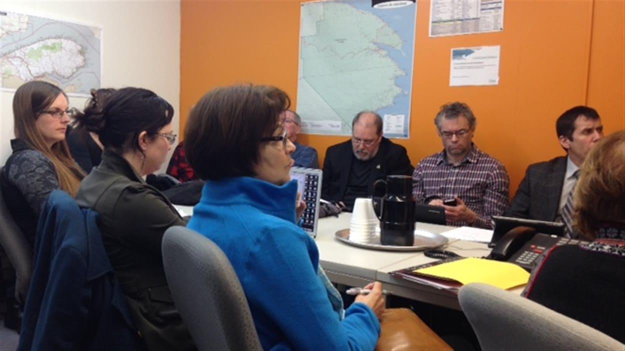 25 personnes sont présentes à l'audience transmise par vidéoconférence à Gaspé.