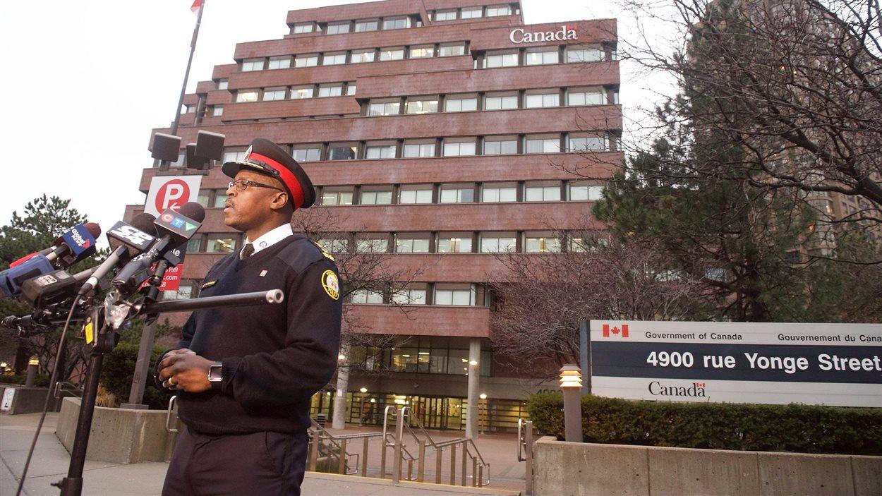 Le chef de la Police de Toronto, Mark Saunders, en point de presse