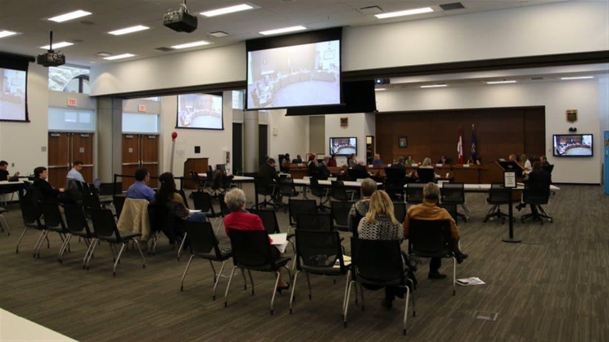 La rencontre publique du 15 mars 2016 du Conseil scolaire public de Calgary.