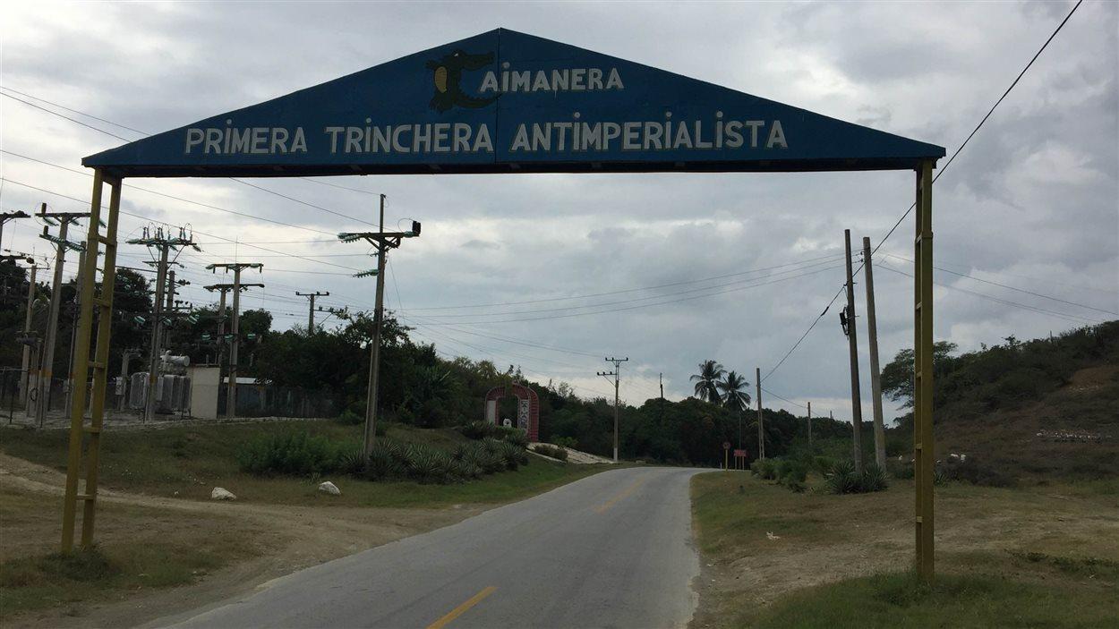 Porte d'entrée du village de Caimanera