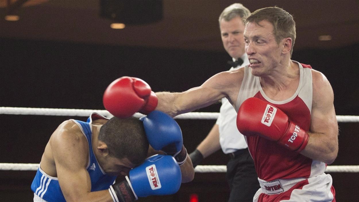 David Gauthier (en rouge) lors des essais olympiques canadiens en 2015