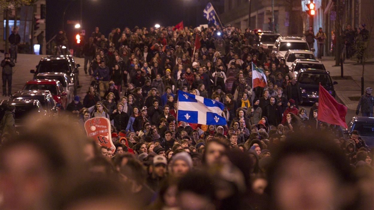 Le mot clic #manifencours sur Twitter a permis de suivre les nombreuses manifestations étudiantes en 2012.