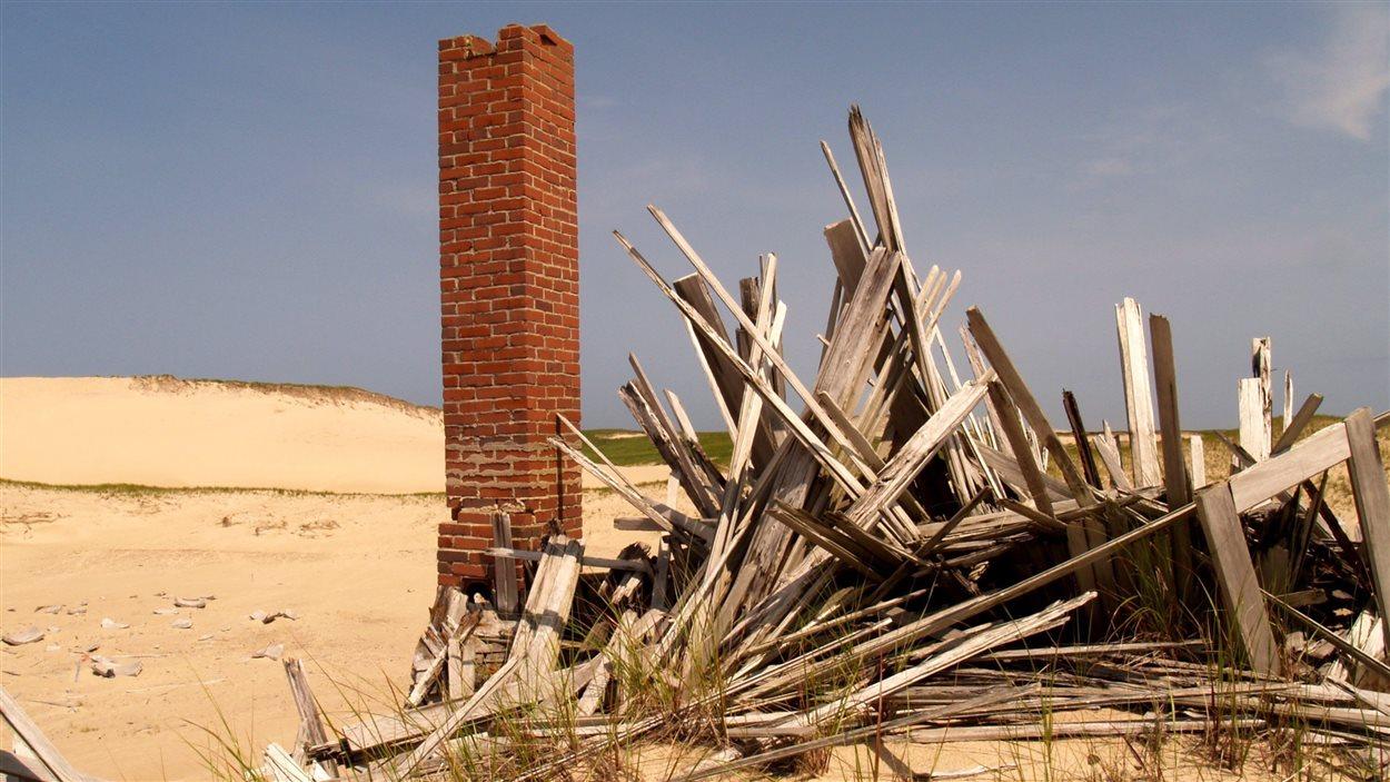 Le vent, omniprésent dans l'Île, a soufflé cette maison qui était encore debout dans les années 1960.