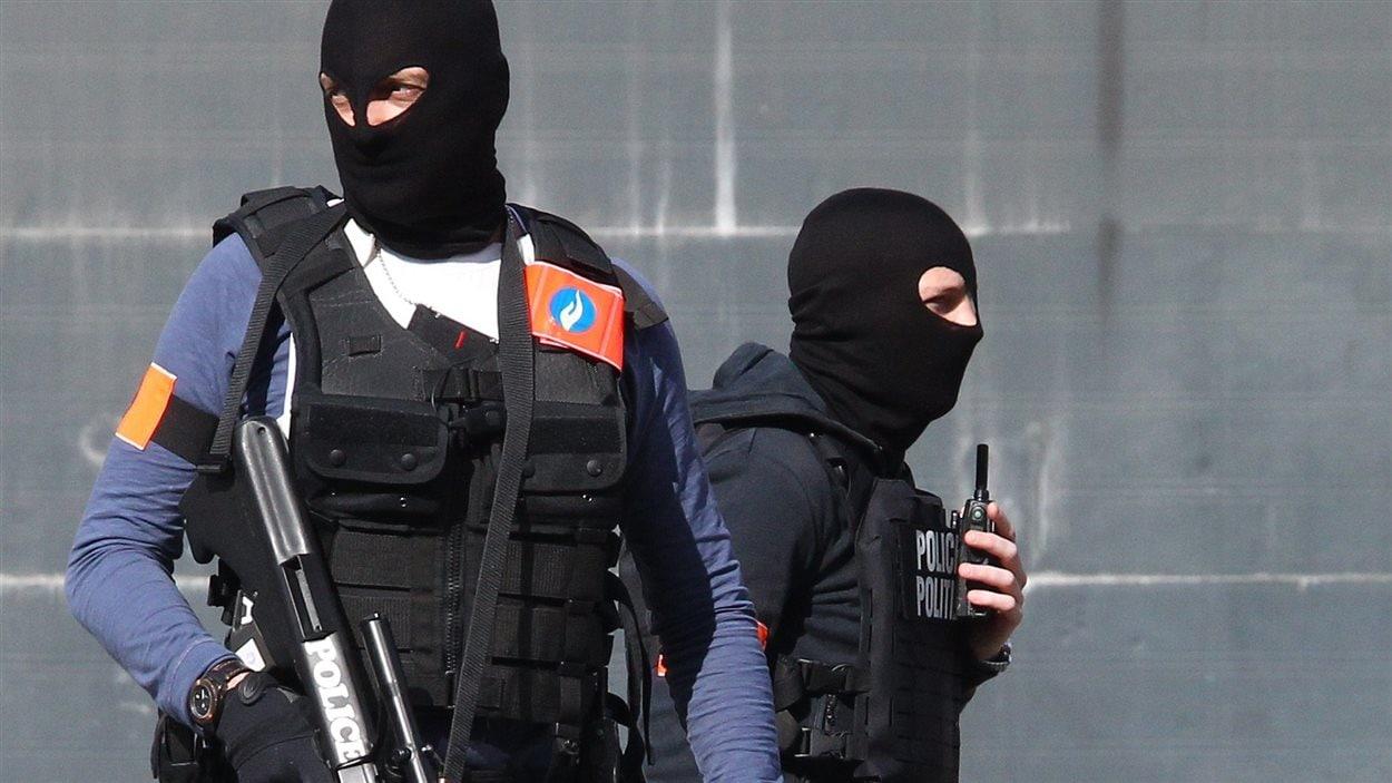 Des policiers aux aguets à Bruxelles