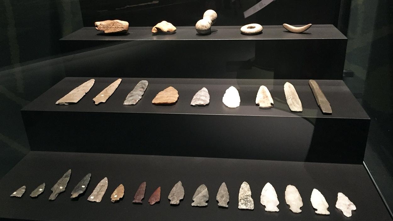 Des artefacts à l'exposition « Fragments d'humanité, archéologie du Québec »