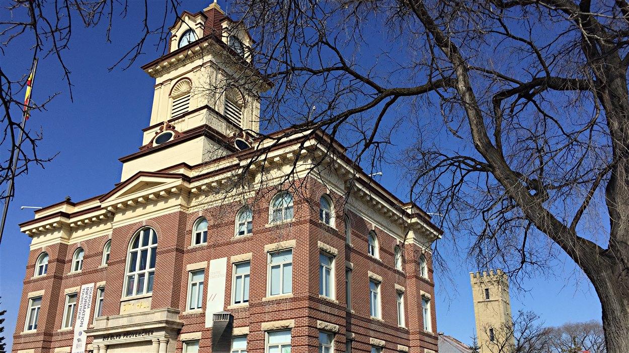 La Maison des artistes visuels francophones (MDA) est située dans l'ancien hôtel de ville de Saint-Boniface.
