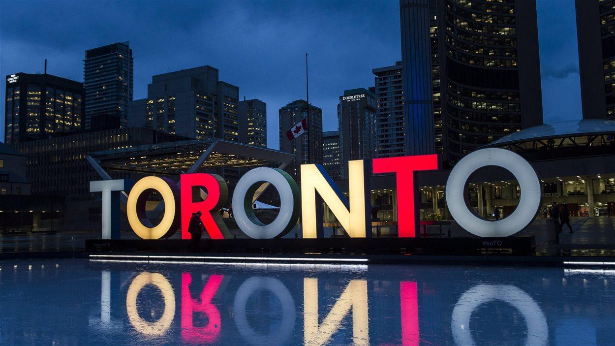 La place de l'hôtel de ville à Toronto