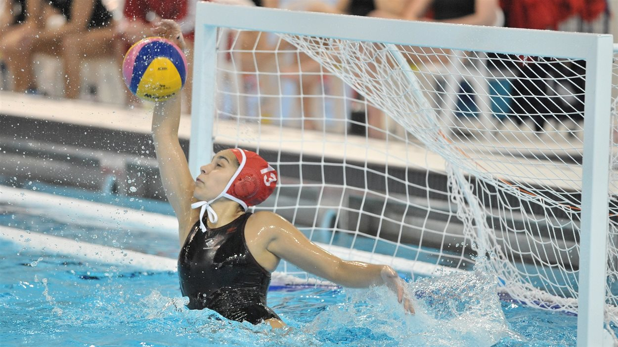 Jessica Gaudreault d'Ottawa, gardienne de but de l'équipe canadienne féminine de water-polo
