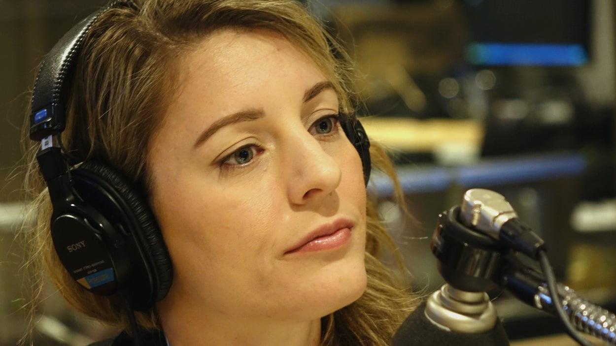 Mélanie Joly au micro de Gravel le matin