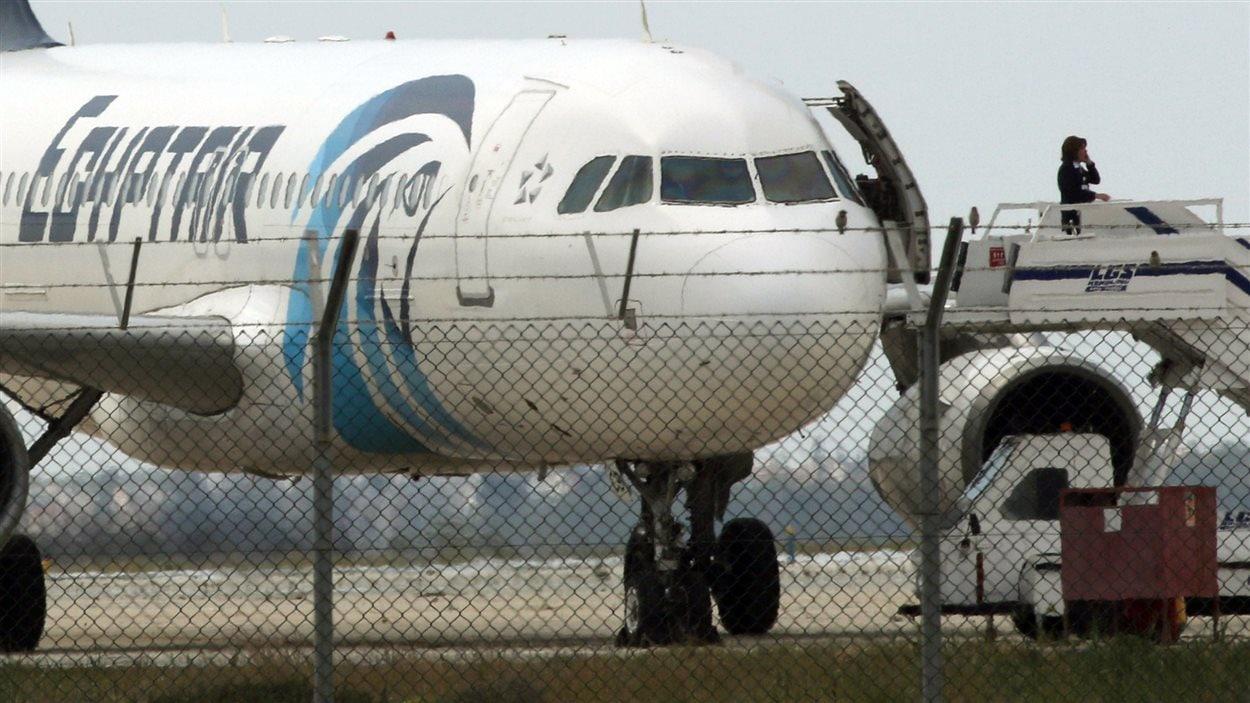 L'avion détourné d'EgyptAir, à l'aéroport de Larnaca