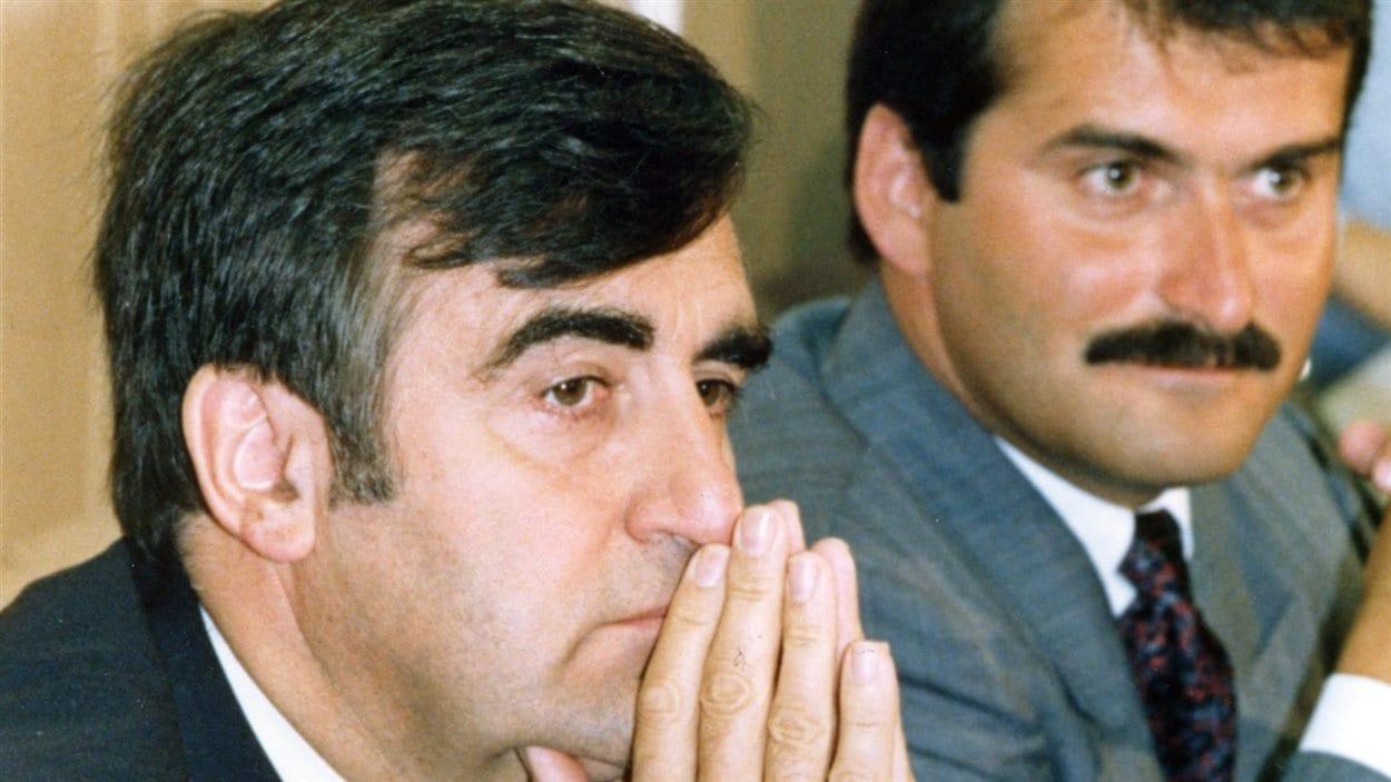 Jean Lapierre en compagnie de Lucien Bouchard lors d'un point de presse, le 17 septembre 1990.