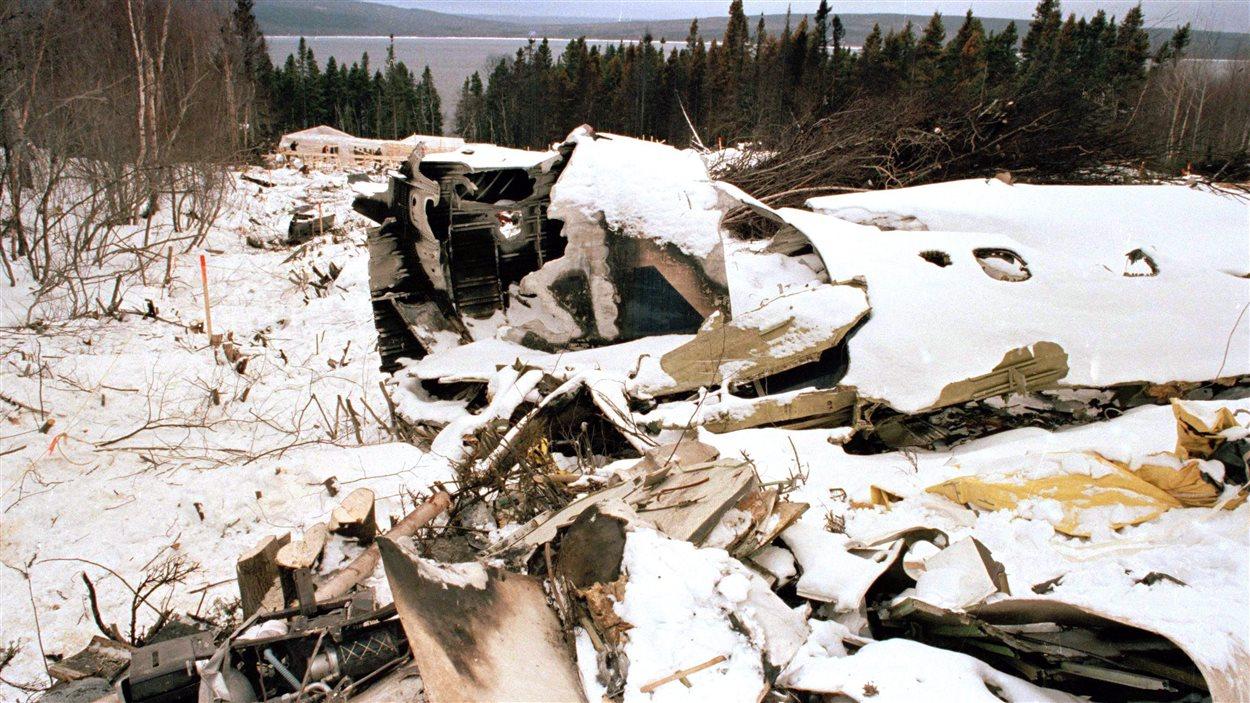 L'épave du DC-8 qui s'est écrasé tout près de l'aéroport de Gander le 12 décembre 1985.