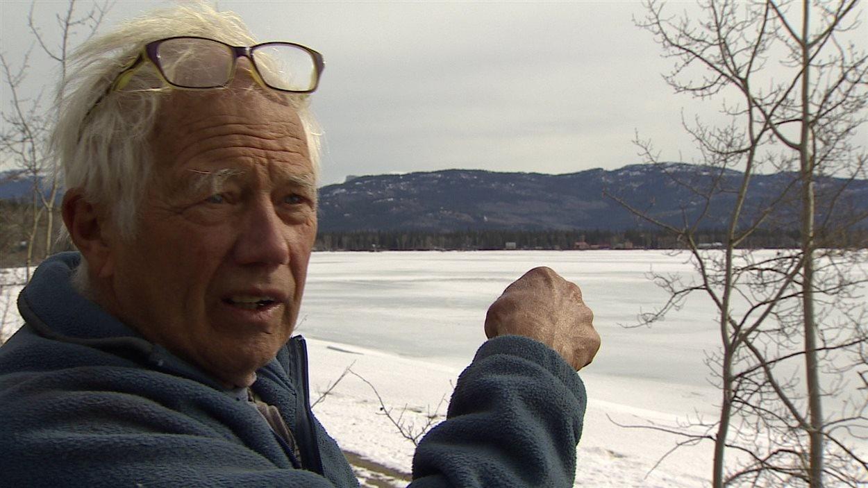 Peter Heebink sur le bord du lac Marsh